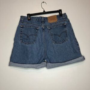Vintage Levi 522 High waisted Mom Jean Shorts 16